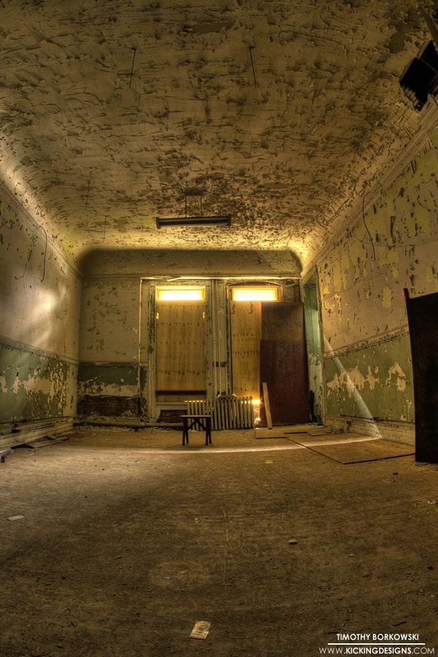 Abandoned Room 10 2 2013 Wallpaper Background Kicking