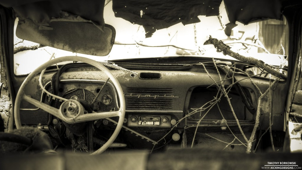 Old Car 2-15-2013 Wallpaper | Kicking Designs